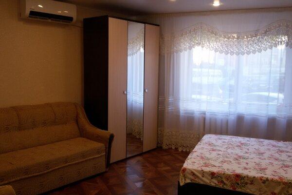 2-комн. квартира, 66 кв.м. на 6 человек, улица Микрорайон №3, 1, Ольгинка - Фотография 1