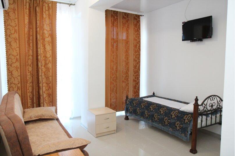 Трёхместный номер с балконом, Морская, 28, Коктебель - Фотография 1
