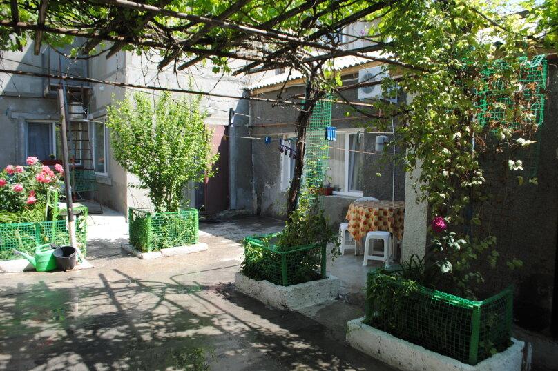 Двухкомнатный дом со двором, 80 кв.м. на 6 человек, 3 спальни, улица Шмидта, 22, Евпатория - Фотография 1