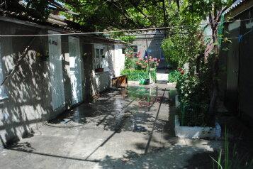 Однокомнатный дом со двором , 50 кв.м. на 4 человека, 1 спальня, улица Шмидта, 22, Евпатория - Фотография 1