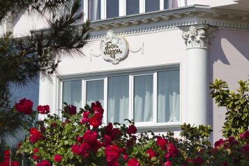 Отель с садом, улица Пуцатова, 7 на 43 номера - Фотография 1