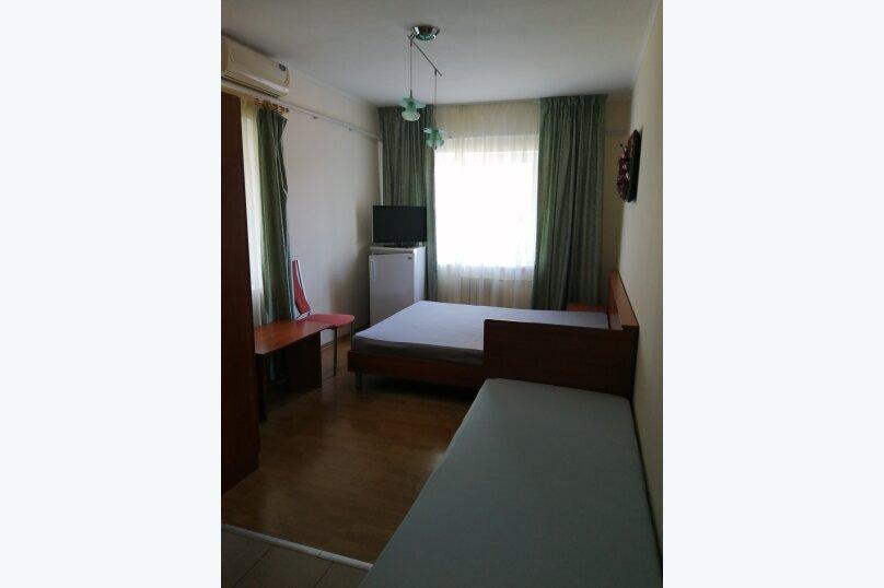 3.2,3.4 Стандарт 3-х местный с двуспальной кроватью и отдельной кроватью , улица Циолковского, 42, Геленджик - Фотография 1