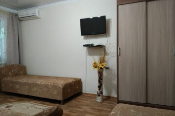 Сдам  дом в частном секторе, 25 кв.м. на 4 человека, 1 спальня, улица Кирова, 82, Евпатория - Фотография 1