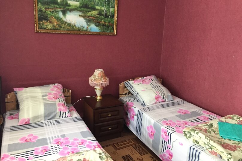 """Двухкомнатный одноэтажный дом"""" Елена"""" у моря с отдельным двором и всеми удобствами!!, 1000 кв.м. на 4 человека, 2 спальни, Ленина, 43-а, Алушта - Фотография 1"""