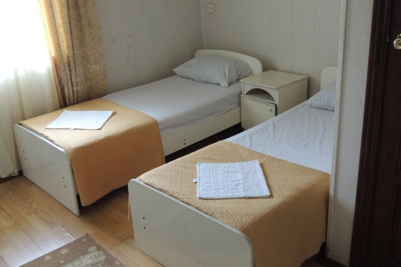 Стандарт 1 категории (Двухместный с 2 односпальными кроватями) , Морская , 1а, Ольгинка - Фотография 1