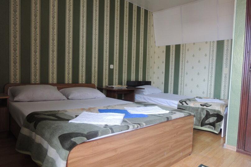Стандарт 1 категории (Трехместный улучшенный с 1 двуспальной кроватью и 1 односпальной кроватью ) , Морская , 1а, Ольгинка - Фотография 1