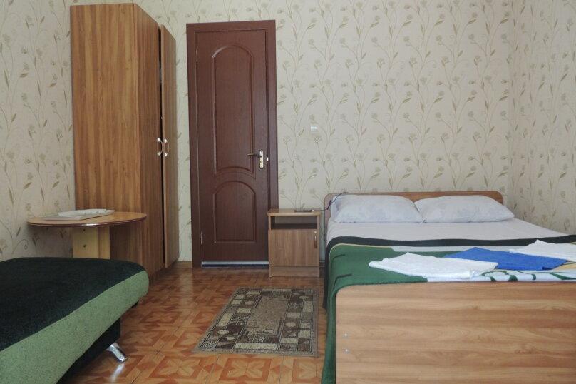 Стандарт 1 категории (Двухместный с 1 двуспальной кроватью и диваном ) , Морская , 1а, Ольгинка - Фотография 1