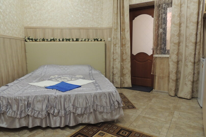Стандарт 1 категории (Двухместный с 1 двуспальной кроватью и собственной ванной ) , Морская , 1а, Ольгинка - Фотография 1