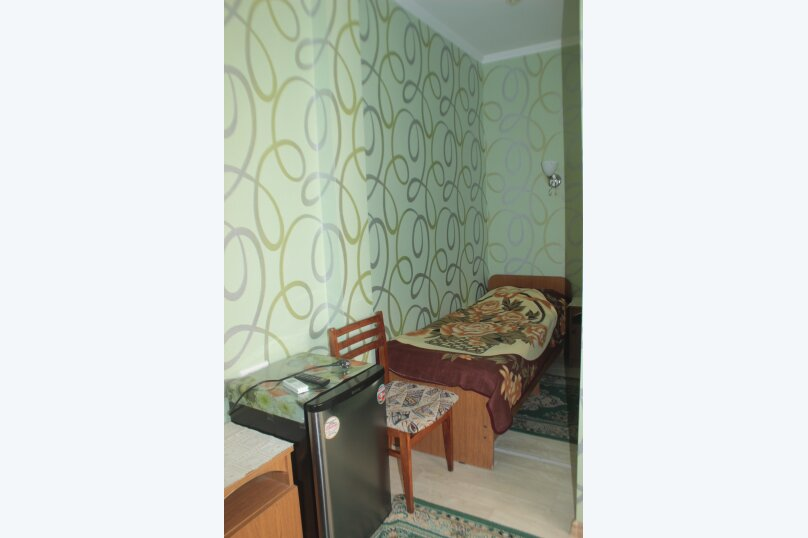 3-хместный номер с общим балконом на 1-ом этаже (в номере душ, туалет, кондиционер, телевизор, холодильник), улица Ленина, 221/12, Адлер - Фотография 15