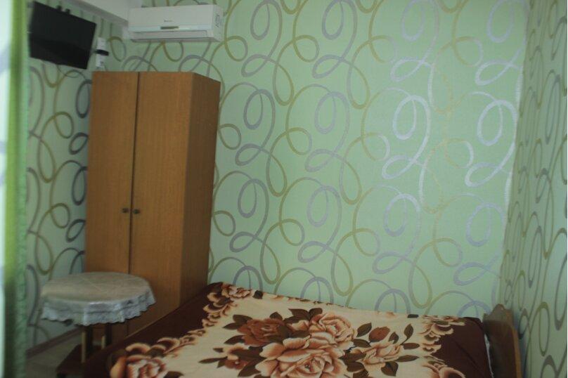 3-хместный номер с общим балконом на 1-ом этаже (в номере душ, туалет, кондиционер, телевизор, холодильник), улица Ленина, 221/12, Адлер - Фотография 20