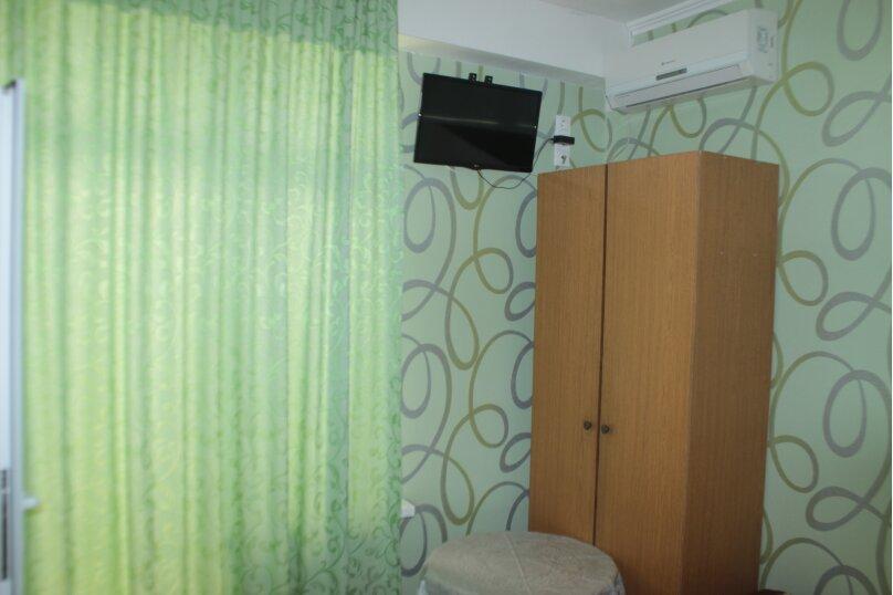 3-хместный номер с общим балконом на 1-ом этаже (в номере душ, туалет, кондиционер, телевизор, холодильник), улица Ленина, 221/12, Адлер - Фотография 21