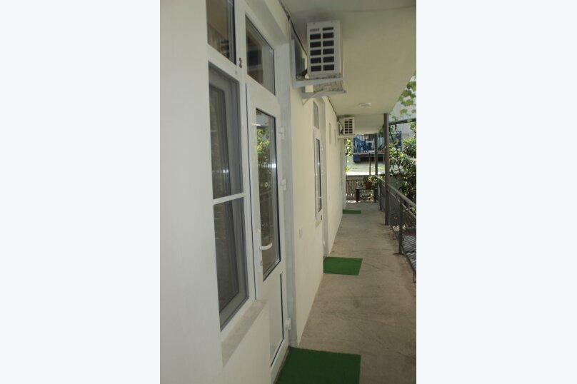 3-хместный номер с общим балконом на 1-ом этаже (в номере душ, туалет, кондиционер, телевизор, холодильник), улица Ленина, 221/12, Адлер - Фотография 33