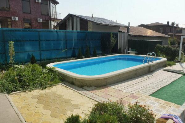 Гостевой дом с бассейном, улица Радужная, 9 на 3 номера - Фотография 1