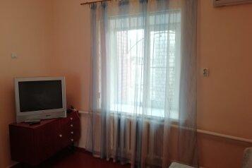 Сдается дом , 70 кв.м. на 5 человек, 3 спальни, Октябрьская, 110, Приморско-Ахтарск - Фотография 1