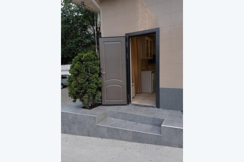 Небольшой номер с двумя кроватями, Октябрьская улица, 14, Алушта - Фотография 1