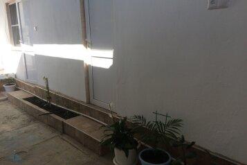 Номера с удобствами , 15 кв.м. на 4 человека, 2 спальни, Сельская улица, 12, Витязево - Фотография 4