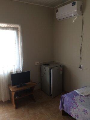 Номера с удобствами , 15 кв.м. на 4 человека, 2 спальни, Сельская улица, 12, Витязево - Фотография 1