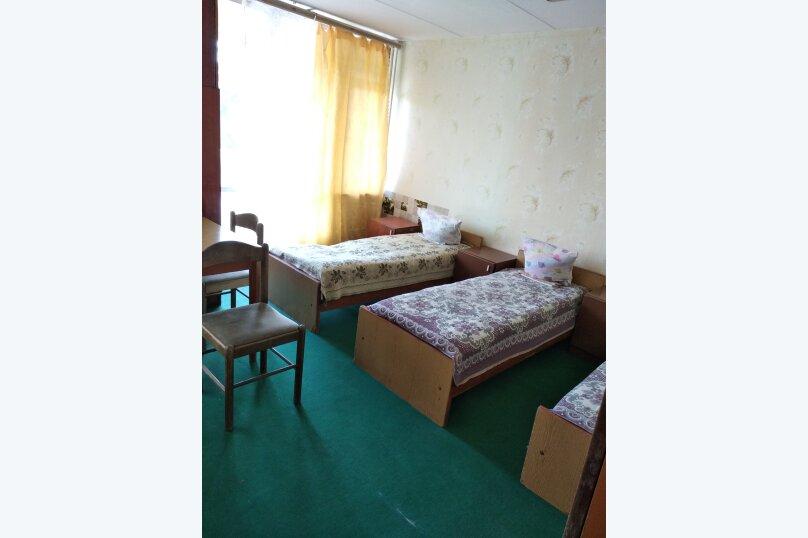 Койко-место в общем 6-местном номере, проспект Ленина, 29, Евпатория - Фотография 1