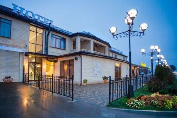 Отель, пос. Индустриальный, Магаданская улица на 15 номеров - Фотография 1