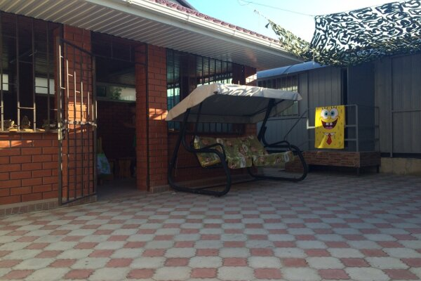 Мини-отель в Голубицкой, Азовская улица, 35 на 4 номера - Фотография 1