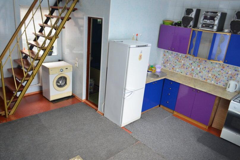2-х этажный коттедж с двориком, 90 кв.м. на 6 человек, 3 спальни, Речная, 20, Феодосия - Фотография 1