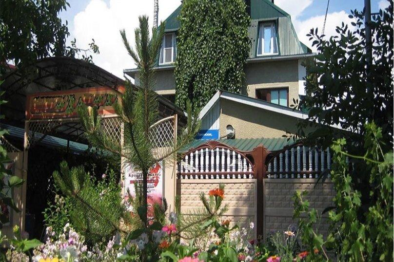 """Гостевой дом """"Уютный дворик"""", Таманская улица, 11Б на 10 комнат - Фотография 1"""