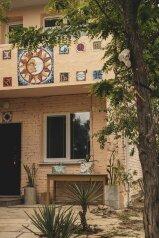 Гостевой дом, мкр Акрополь, 5 на 3 номера - Фотография 1