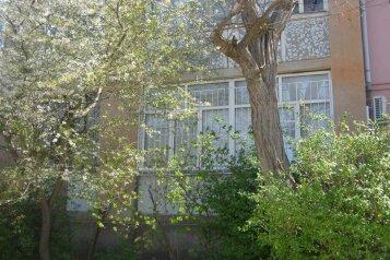 1-комн. квартира, 36 кв.м. на 3 человека, улица Нахимова, 10, поселок Орджоникидзе, Феодосия - Фотография 1