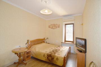 2-комн. квартира, 50 кв.м. на 6 человек, Матросский переулок, 4, Ялта - Фотография 1