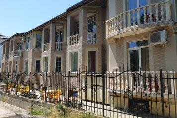 Гостевой дом, улица Багратиона, 4Б на 8 номеров - Фотография 1