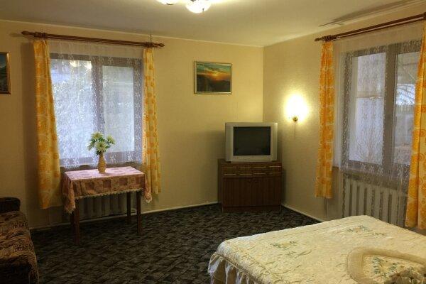 Дом 50 кв. м, 50 кв.м. на 5 человек, 2 спальни, Севастопольское шоссе, 8Ж, Алупка - Фотография 1