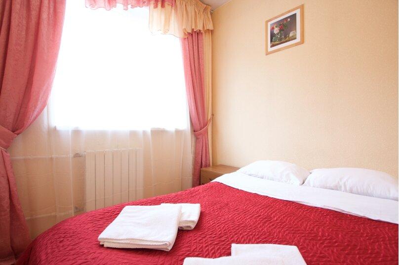 Комфорт с одной двуспальной и двумя односпальными кроватями, улица Керамзавода, 19с1, Рязань - Фотография 1