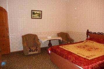 2-комн. квартира, 60 кв.м. на 6 человек, проспект Ленина, 15, Евпатория - Фотография 1