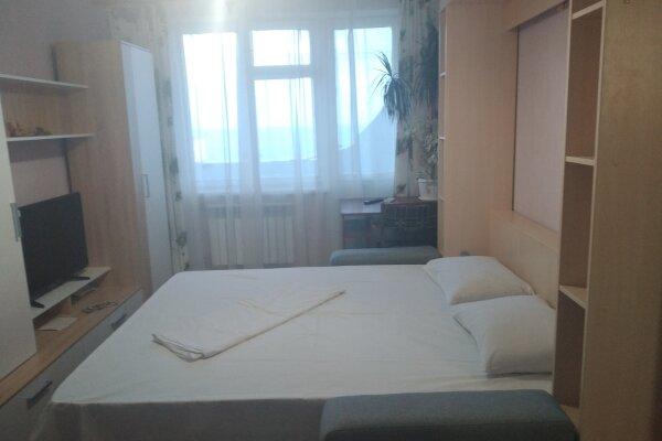 1-комн. квартира, 32 кв.м. на 4 человека, улица Ульяновых, 2, Керчь - Фотография 1