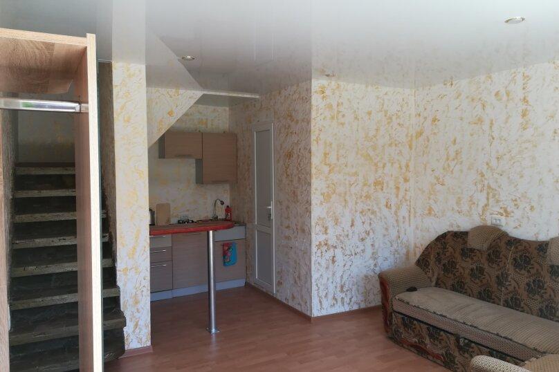 Двух этажный коттедж , 45 кв.м. на 5 человек, 2 спальни, Лучистая, 15, Судак - Фотография 2