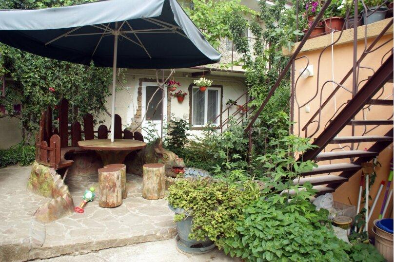 """Гостевой дом """"Вишневских"""", улица Партизана Сысоева, 9 на 5 комнат - Фотография 1"""