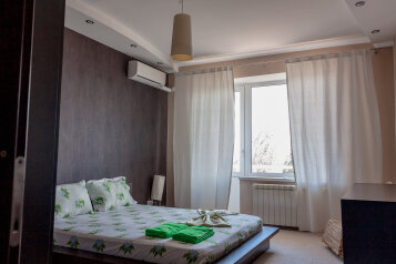 2-комн. квартира, 70 кв.м. на 4 человека, Чуйкова, 37, Волгоград - Фотография 1