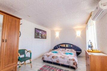 Отдельный дворик с 2 номерами и кухней на 6 человек, 2 спальни, ул.Киевская , 814, Судак - Фотография 1