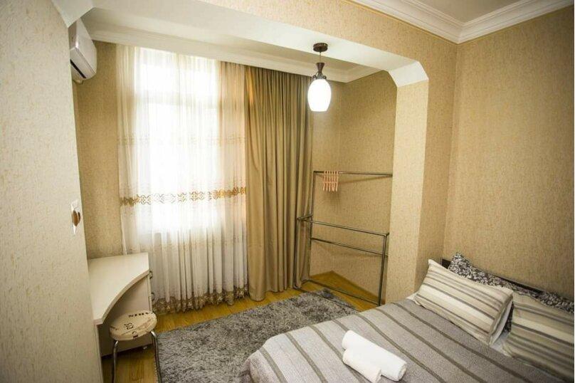 3-комн. квартира, 100 кв.м. на 6 человек, улица Иусуфа Кобаладзе, 8, Батуми - Фотография 4