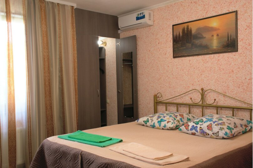 2-х комнатный, до 4-х человек, с мини-кухней (диван), Насыпная, 10, Феодосия - Фотография 1