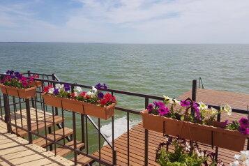 Гостевая вилла с выходом в море, улица Адмирала Крюйса, 30 на 2 комнаты - Фотография 1