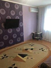 2-комн. квартира, 40 кв.м. на 4 человека, улица Кирова, 75, Черноморское - Фотография 1