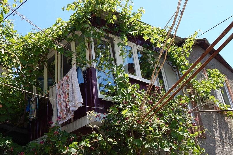Дом 2 спальни второй этаж отдельный вход, 70 кв.м. на 6 человек, 2 спальни, улица Пуцатова, 10, Алушта - Фотография 10