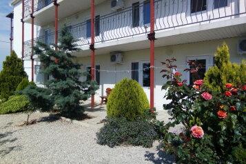 Гостевой дом п. Андреевка у моря, Верхняя улица, 4 на 10 номеров - Фотография 1