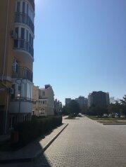1-комн. квартира, 41 кв.м. на 5 человек, проспект Ленина, 68, Евпатория - Фотография 1