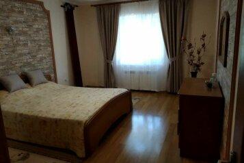 Сдается уютный дом в Черноморском  от 4 тыс в сутки на 8 человек, 4 спальни, Луговая улица, 29, Черноморское - Фотография 1
