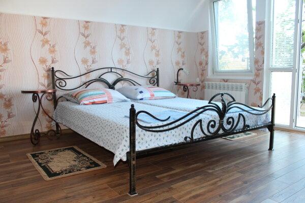 Двухэтажный домик, 40 кв.м. на 4 человека, 2 спальни, улица Ленина, 14, Алупка - Фотография 1