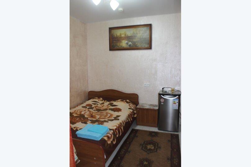 3-хместный номер с общим балконом на 1-ом этаже (в номере душ, туалет, кондиционер, телевизор, холодильник), улица Ленина, 221/12, Адлер - Фотография 1