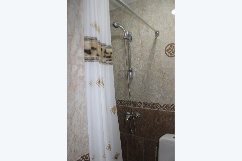 3-хместный номер с общим балконом на 1-ом этаже (в номере душ, туалет, кондиционер, телевизор, холодильник), улица Ленина, 221/12, Адлер - Фотография 75