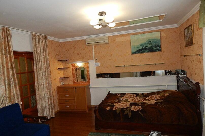 Дом 2 спальни второй этаж отдельный вход, 70 кв.м. на 6 человек, 2 спальни, улица Пуцатова, 10, Алушта - Фотография 15